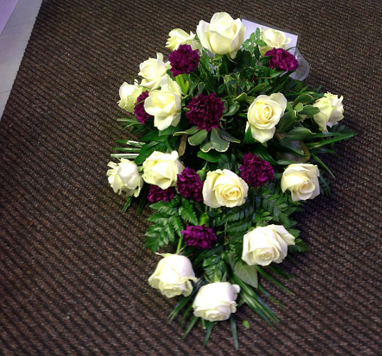 Valko/lila kukkalaite